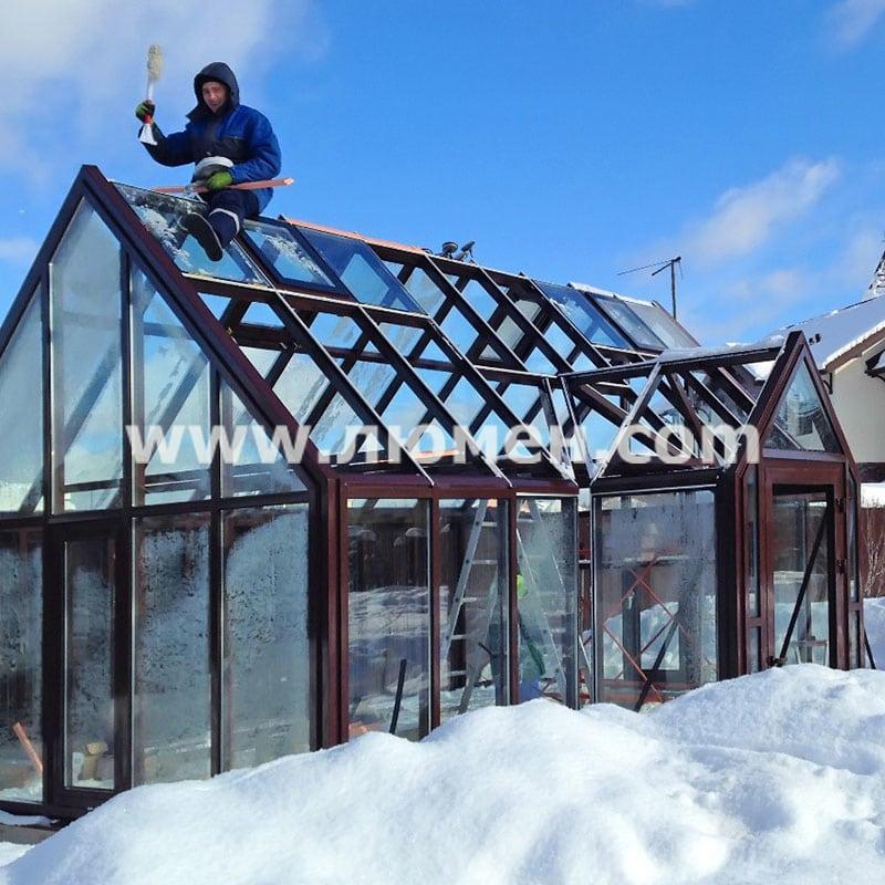 Монтаж круглогодичной теплицы зимой